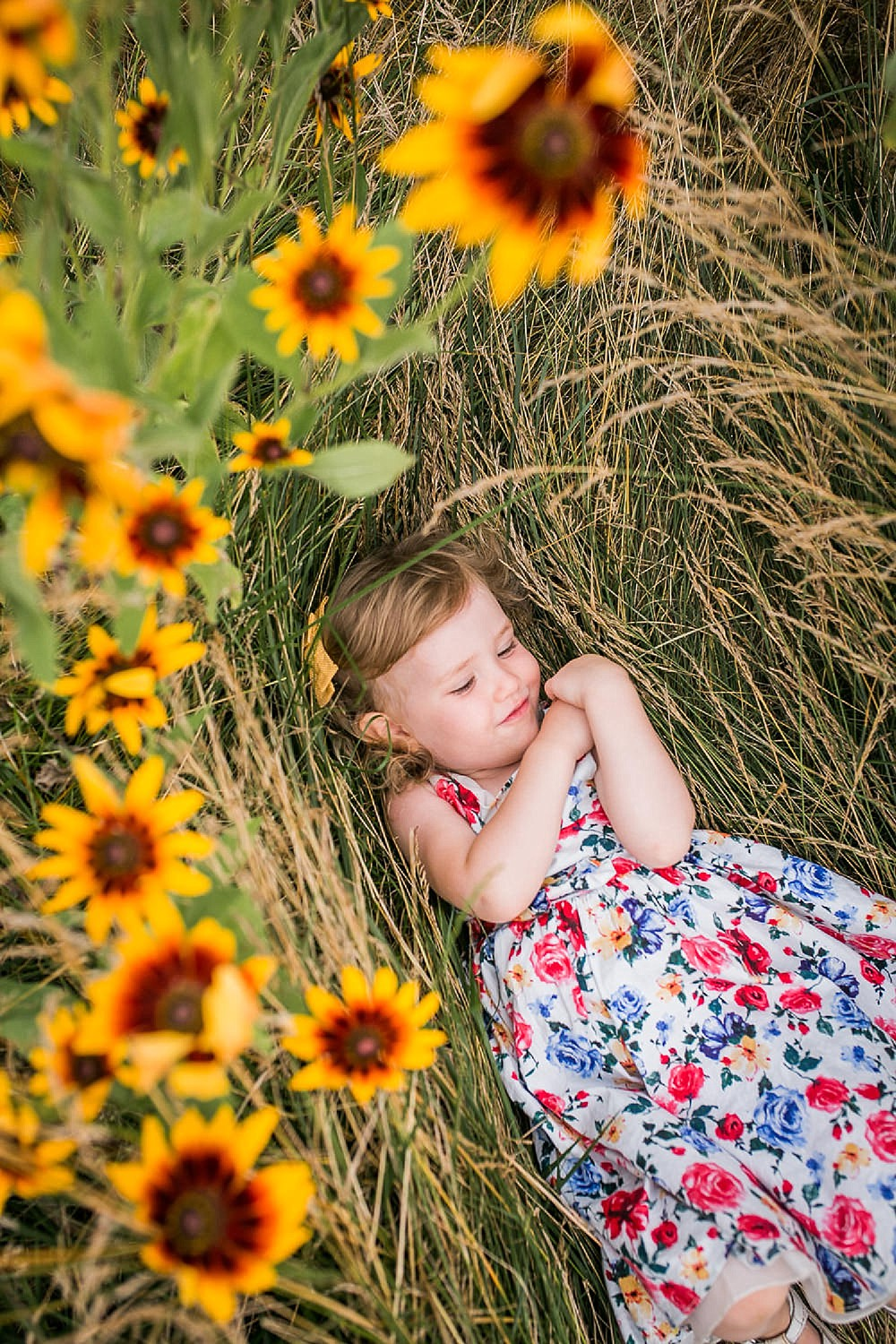 toddler_lying_in_wildflower_field