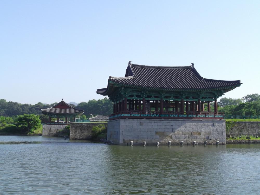 33-Gyeongju-Pond.jpg