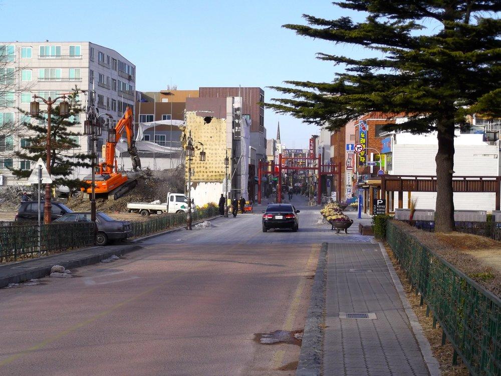 Downtown-Gyeongju-and-Digger.jpg