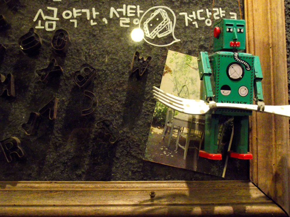 Robot-decoration-2.jpg