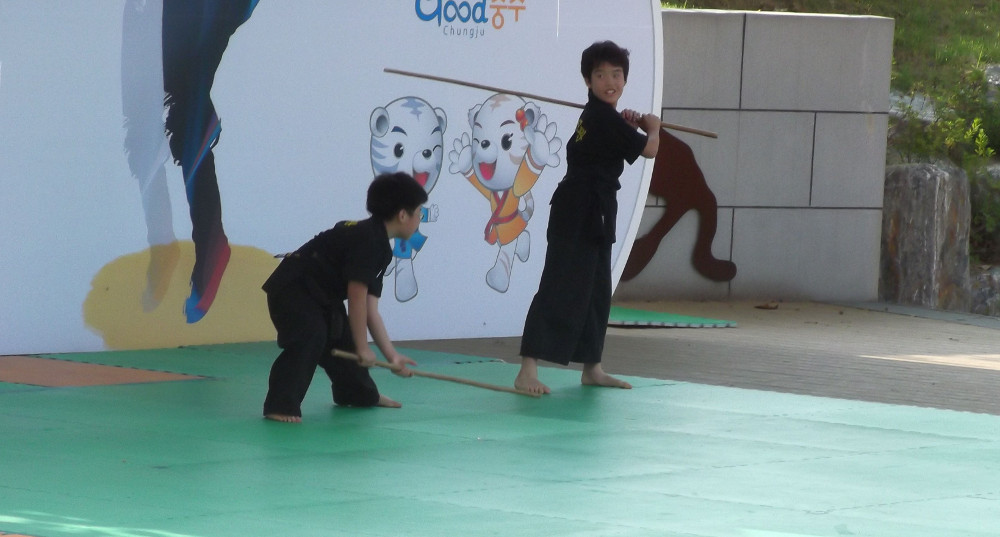 Korean-children-with-sticks.jpg