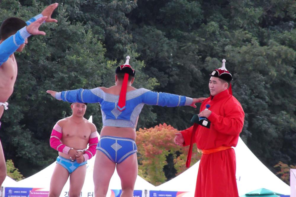 Mongolian-Wrestlers.jpg