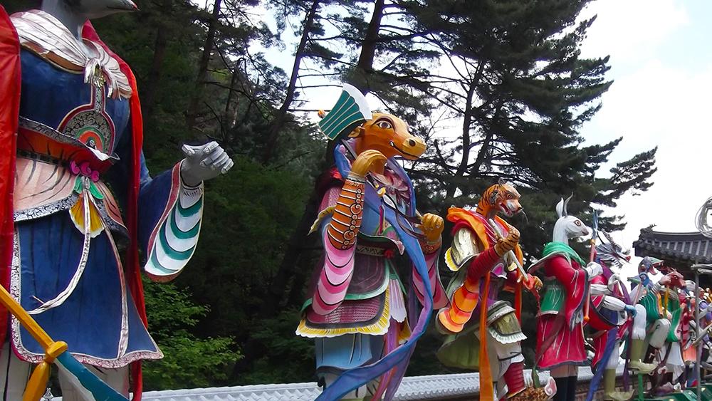 Zodiac-statues.jpg