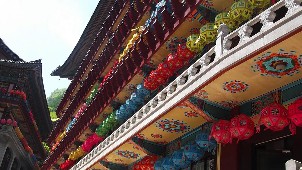 covered-in-lanterns.jpg