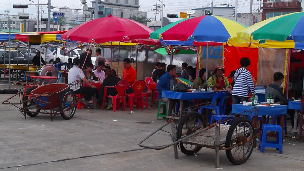 Taepu-Market-tables.jpg