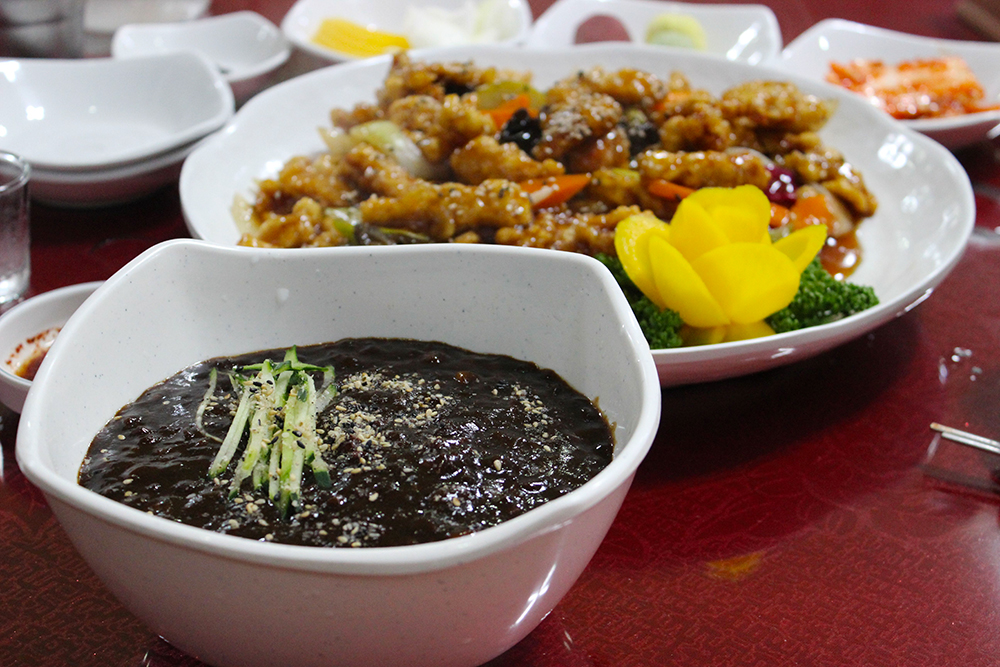That's jjajangmyeon, with tang su yuk in the background.