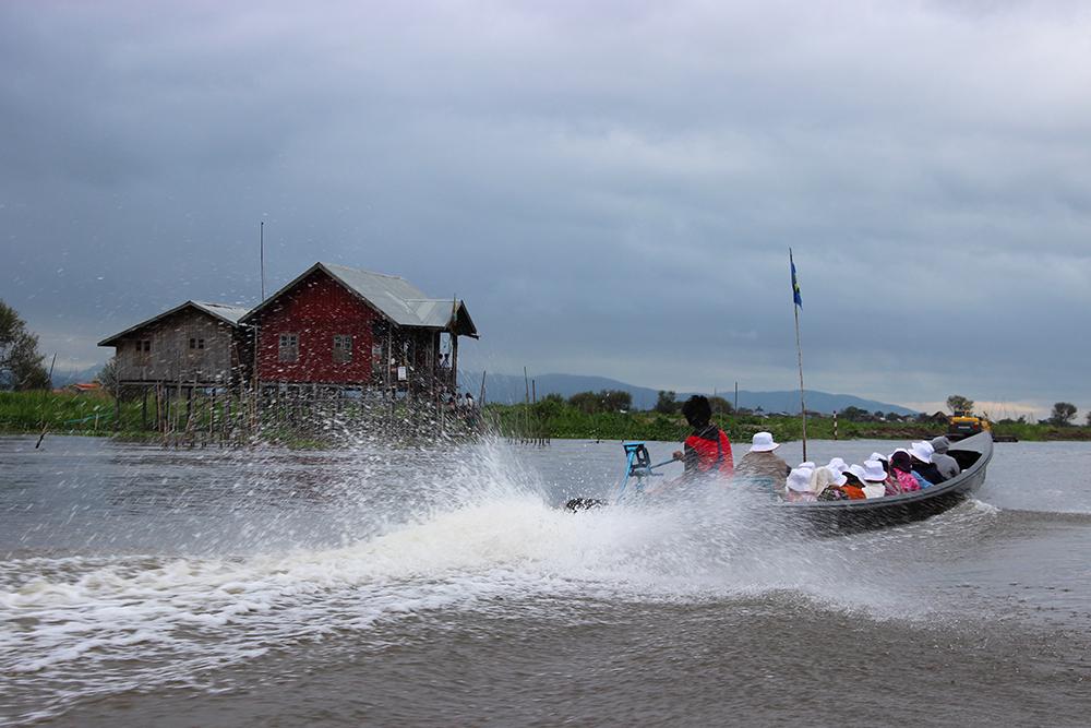 Boat-plume.jpg