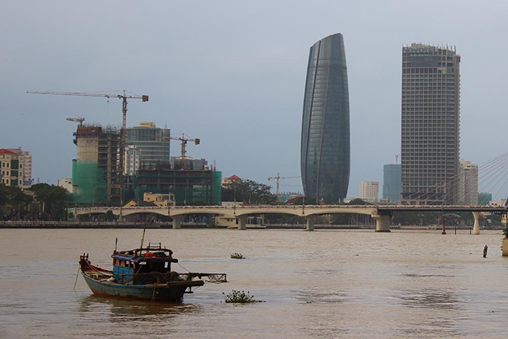 Boat-and-skyline.jpg