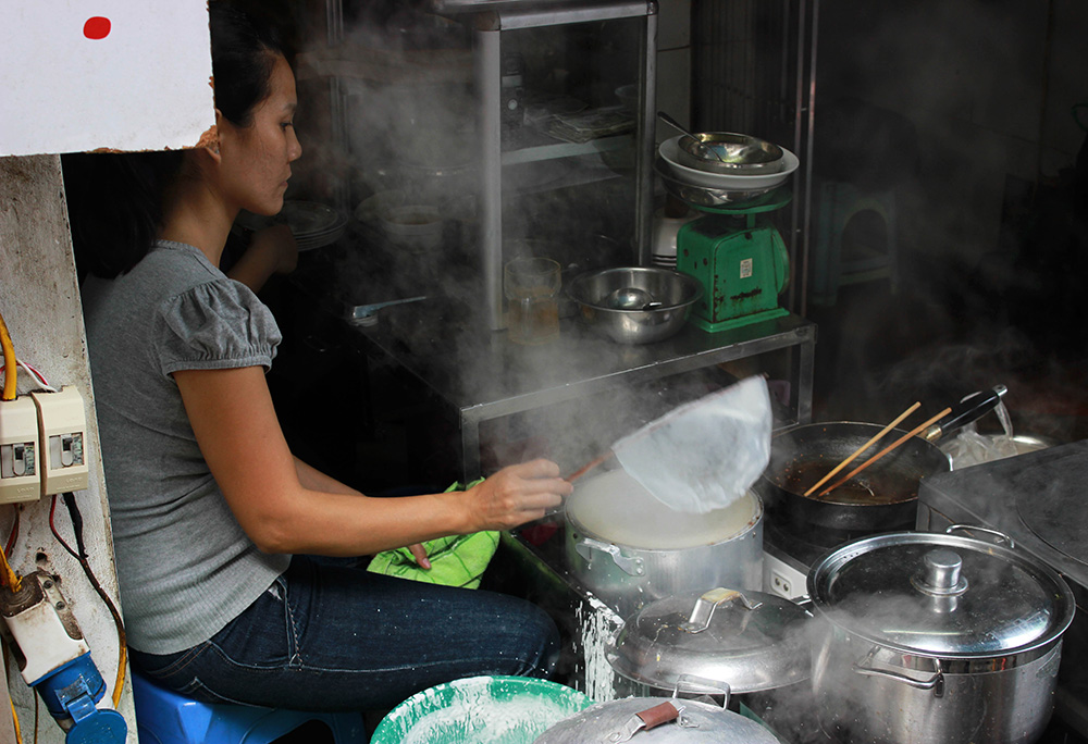 Banh-Cuon-Making-3.jpg