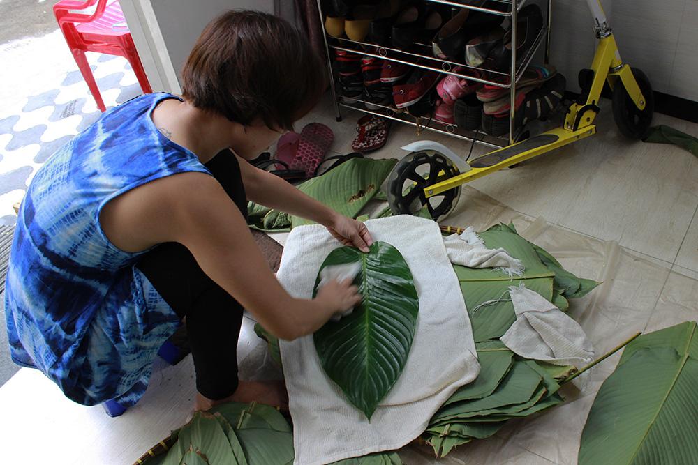 Cleaning-leaves.jpg