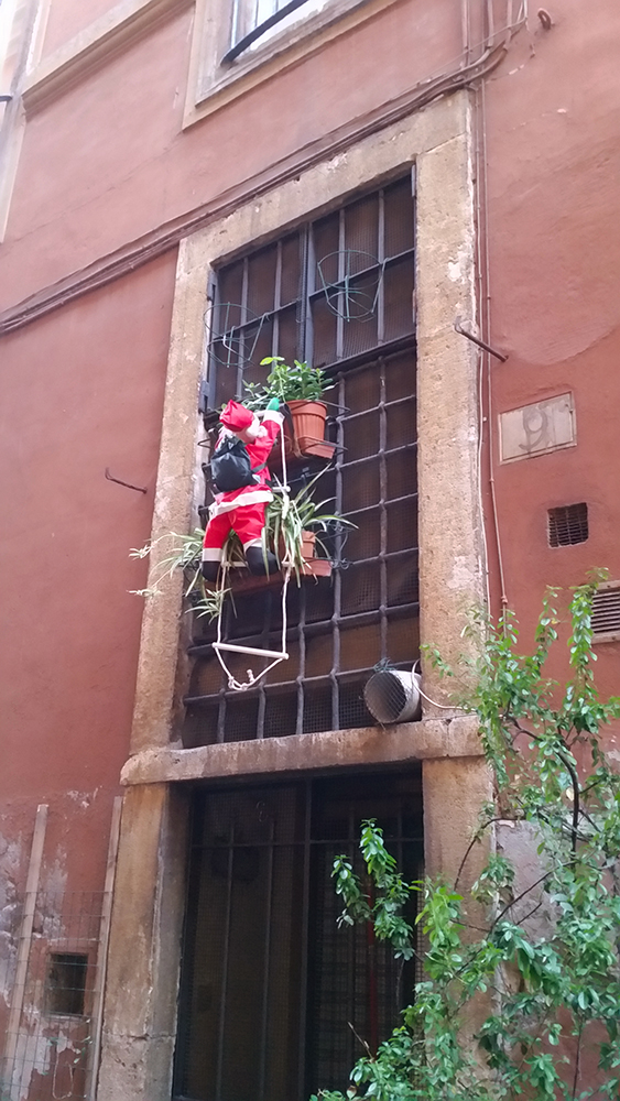 Italian Santa is apparently an alpinist.