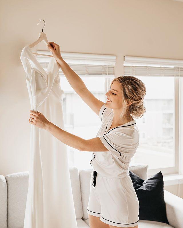 maria, this beautiful bride was radiating joy all day long. can't you tell? 💛 #portlandphotographer #portlandwedding #portlandoregon #bridalportrait #abernathycenter #winterwedding