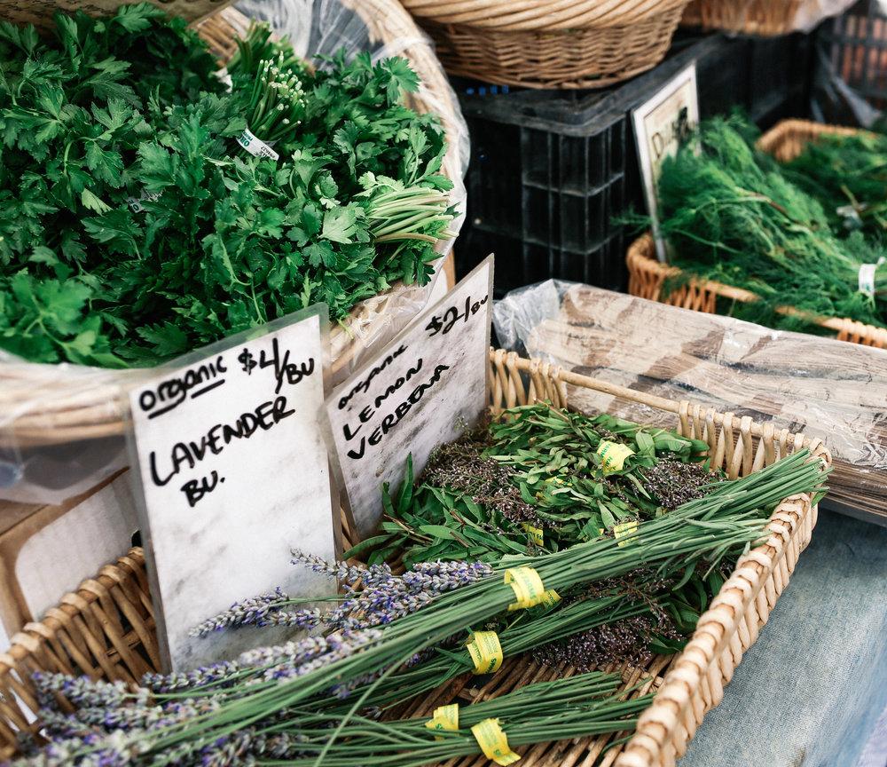 kristenmurakoshi-marybeth-lifestyle-farmers-market-2.jpg