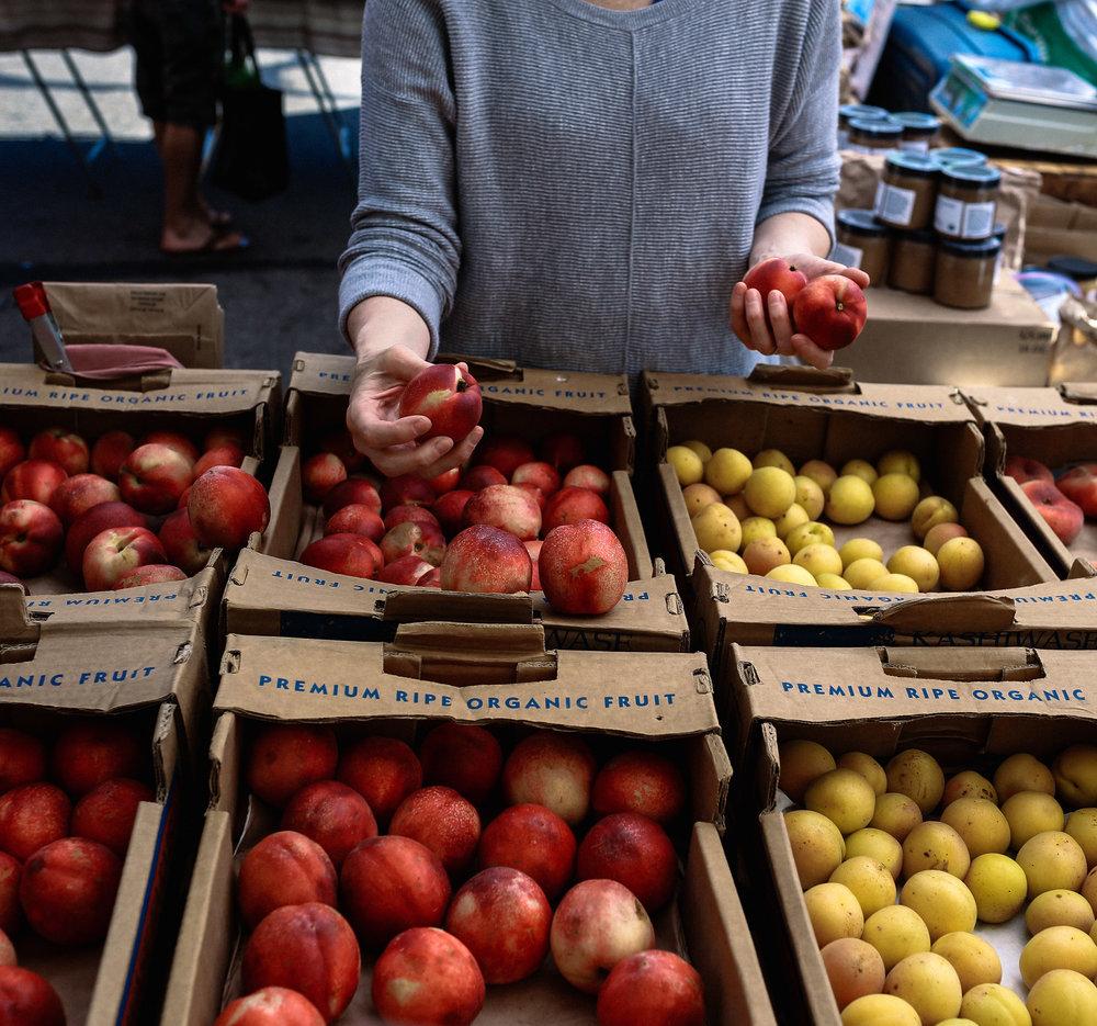 kristenmurakoshi-marybeth-lifestyle-farmers-market-4.jpg