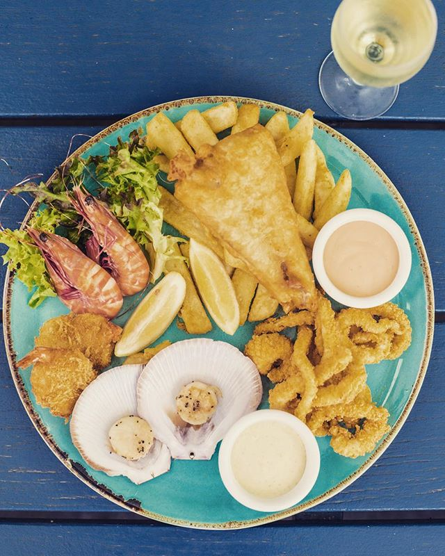 Treat your date to a delicious seafood plate this Valentines Day 🦐🍴🍾 $25 lunch & dinner this Thursday 💘  #thecentral #portdouglas #valentinesday