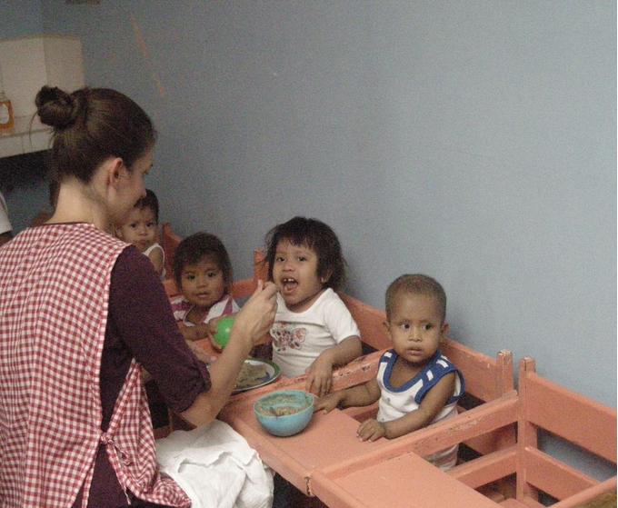 Kinderheim für unterernährte und vernachlässigte Babys in der Nähe von Theobroma