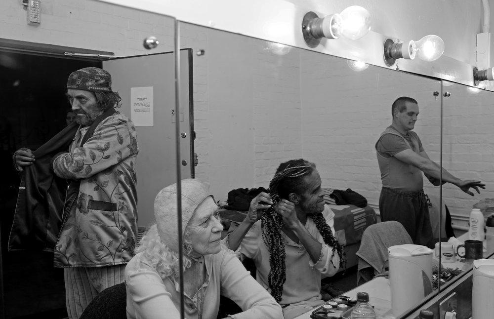 Andrew Buckland, Antoinette Kellerman, Soli Philander en Rob van Vuuren in 'Endgame' by die Baxter
