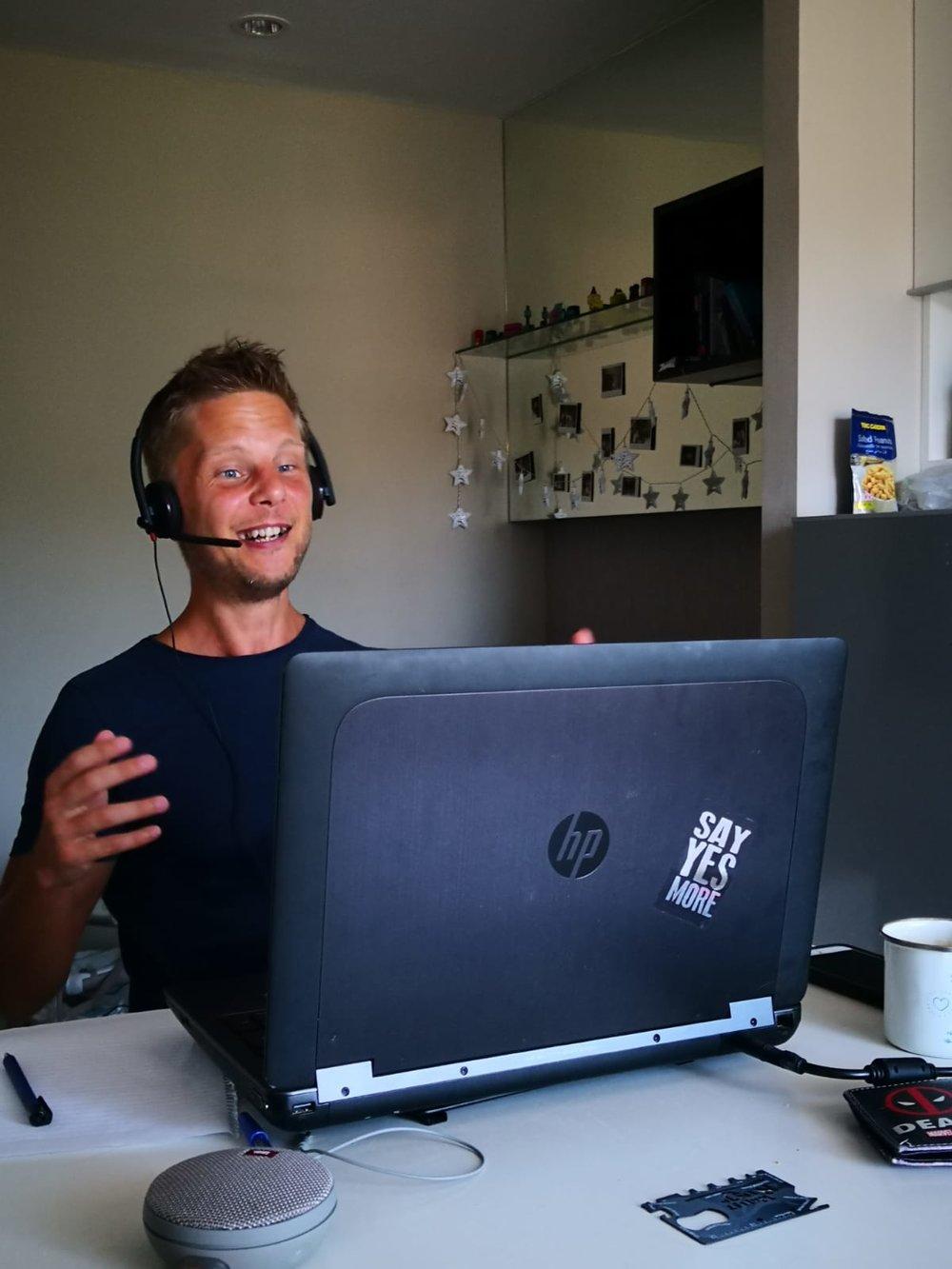 Levivel szórakozás nyelvet tanulni online
