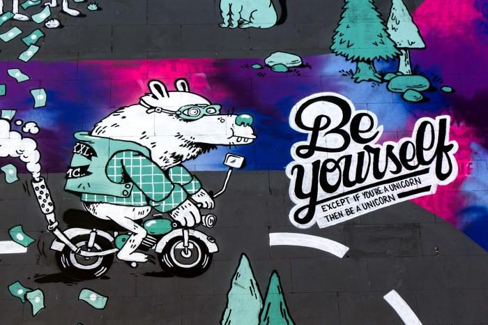 002_Blog_Converse_Clash_Wall_Streetart_Berlin_6170-700x466.jpg