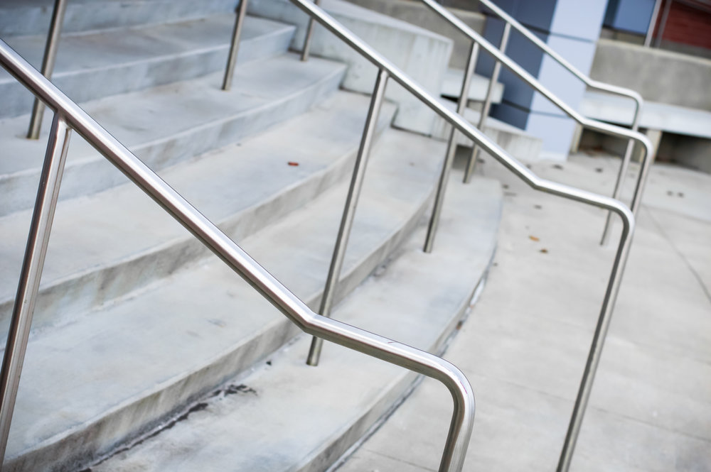 Custom Fabricated Polished Stainless Steel Single Line Hand Rail Package Round Tube