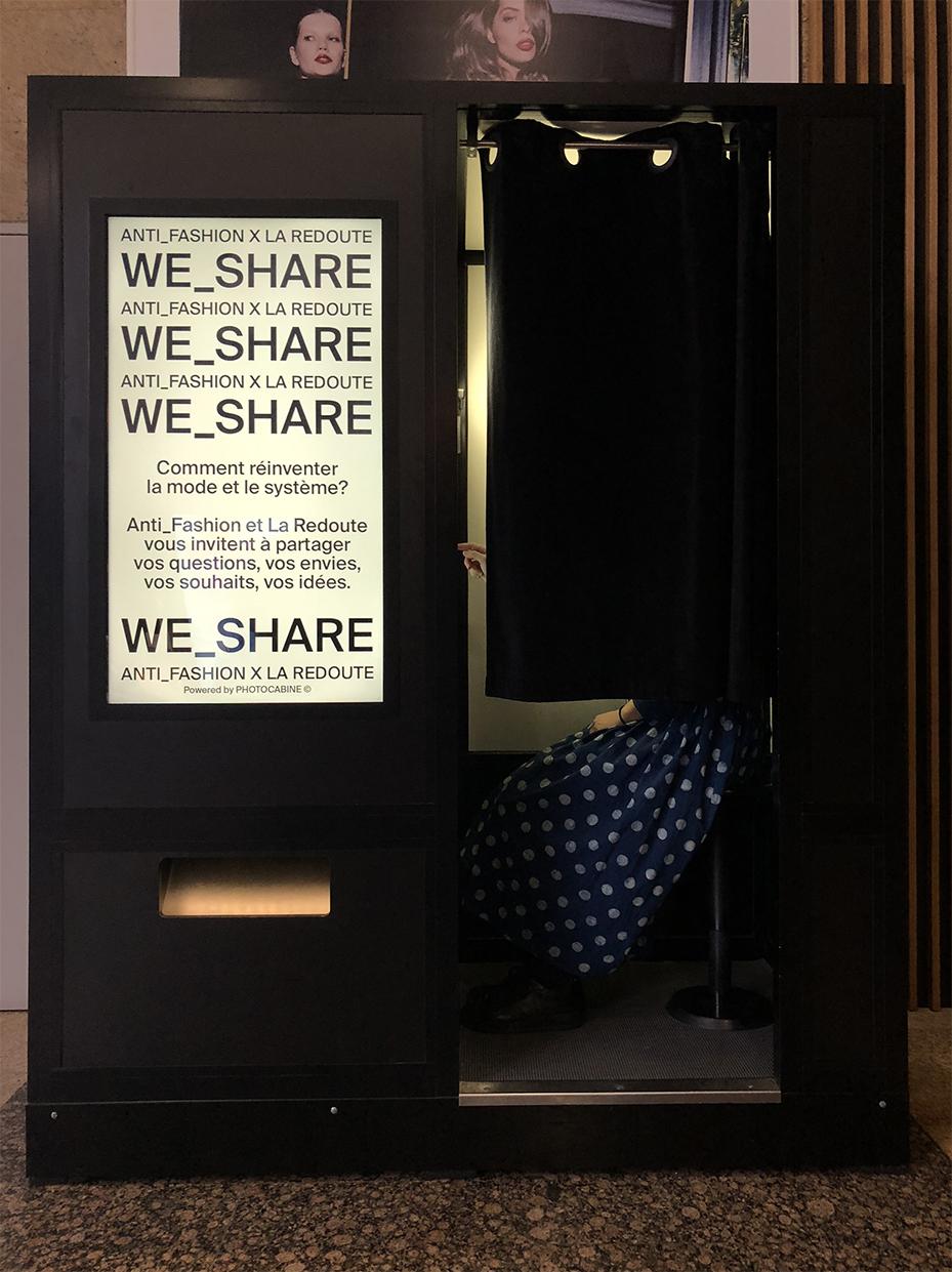 """Anti_Fashion Project - Colloque annuel à Marseille qui repense le systèmede la mode, initié par Lidewij Edelkort.Edition 2018 Dès septembre 2017 et jusqu'à juin 2018, date du colloque :- Création de contenus pour les différents réseaux sociaux d'Anti_Fashion Project : vidéos, photos, posts aspirationnels retranscrivant l'univers et les valeurs du colloque- Gestion du projet We_Share dans le cadre du partenariatavec La Redoute : un vidéomaton pour que chacun y dépose ses envies, ses idées, ses coups de gueule sur l'industrie de la modeEdition 2017 Création de contenus pour les différents réseaux sociaux d'Anti_Fashion Project lors de l'événement à Marseille en juin 2017 :- Interviews """"Trois Femmes Puissantes"""" Sophie Fontanel, Lidewij Edelkort, Stéphanie Calvino- """"Takeover"""" du compte Instagram d'Anti_Fashion ProjectAnti_Fashion projectLa RedouteLidewij Edelkort"""
