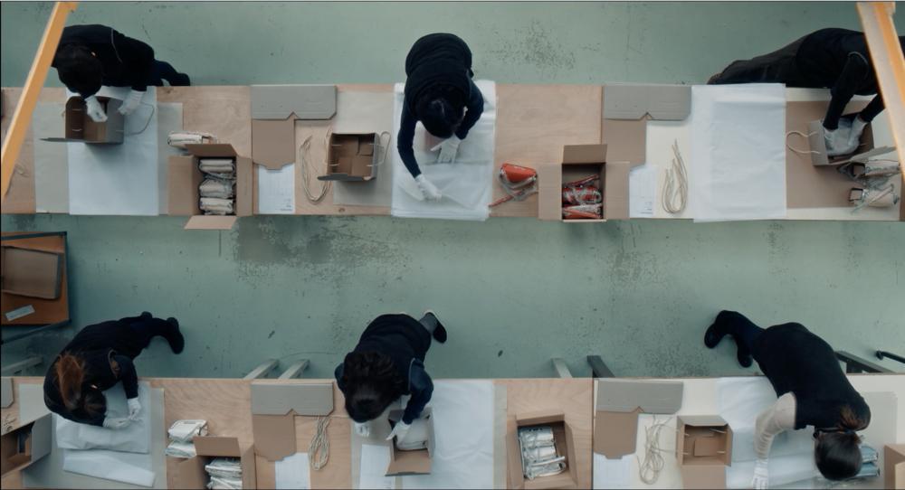 - Synopsis : Inspiré d'un fait divers, le court-métrage raconte le quotidien d'une maman asiatique habitant en banlieue parisienne et le sentiment d'insécurité qui naît en elle après avoir été témoin d'un vol avec violence sur une autre femme asiatique au retour de son travail.