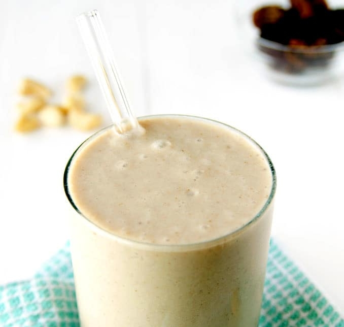 Creamy Cashew Caramel Smoothie - Recipe from: Blissful Basil Really has nothing to do with my lemon