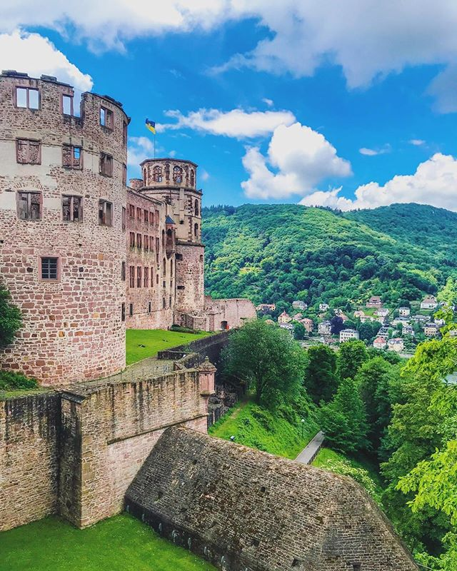 back home in the US & starting to put together posts from my trips ! ☺️first up: #heidelberg #germany 🇩🇪 Being gone 3 plus weeks I gained a serious newfound respect for people who travel blog for a living.. Between being exhausted from the day and finicky WiFi situations it wasnt easy to pull things together! #blogging #castle #hill #clouds
