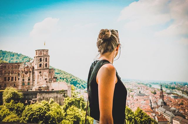 Heidelberg views ! 😍 📸: @rufflifeadventures  #heidelberg #germany #castle #view
