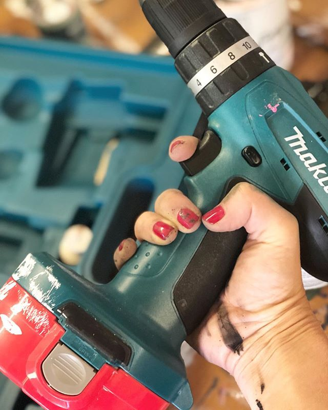 The workshop is calling... its been too long!! Holidays are great but these nails are meant to be chipped and my hands should always be covered in paint!! Lets crack on the tunes and open a few cans...of paint!!! #workshop #upcycling #happyplace #tuesdaymotivation . . . #chalkpaint #paint #upcycler #powertools#creative #interiorstyling #instagood #instadaily #instatribe #myhomestyle #howyouhome #decor