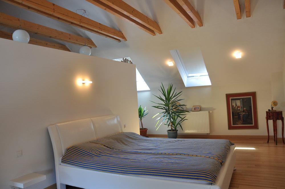 R15a_Parents_Upstairs_Bedroom (5).JPG