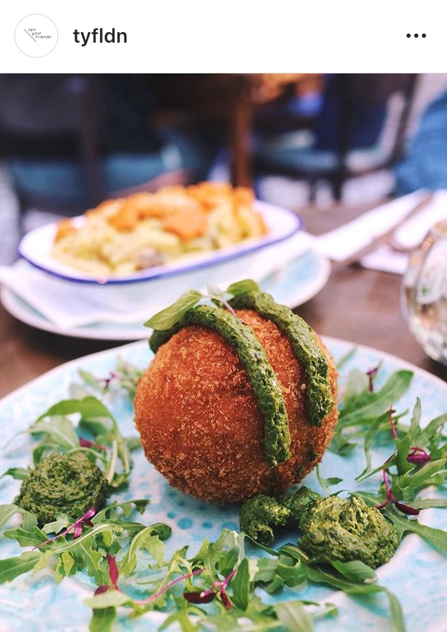 Must Try... - The Arancini Ball: This is a ball of heaven. Even for first time vegan diners this ball of goodness is a guilt free and filling treat set to make you want to order more.Ingredients: Filled with cashew cream cheese & sunblush tomato, spinach & kale pesto.Price: £6