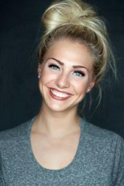 Sandra Kjøsnes Jokic er ei jordnær og glad jente som du oftest blir å se smilende fra øre til øre. Med sin unike måte å formidle på er det lett å la seg påvirke mot en positiv endring.