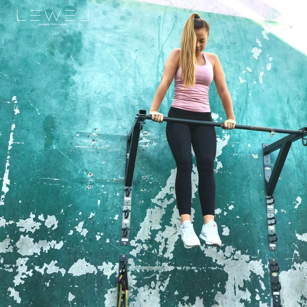 - Du velger det programmet som appellerer mest, laster det ned til dine enheter med umiddelbar tilgjengelighet og trener deretter på egenhånd.Kjøp av treningsprogram inkluderer ikke ukentlig veiledning, men alle programmer kommer med teknikkvideo for alle øvelser - og vi stiller oss disponibel for tilpasninger ved behov.Vi har planer for fettforbrenning og oppstramming, kroppsforming og muskelbygging.Du kan velge mellom 3, 4 og 5 økter i uka og legge til cardio etter eget ønske, dersom du ønsker en ekstra fettforbrennende effekt.
