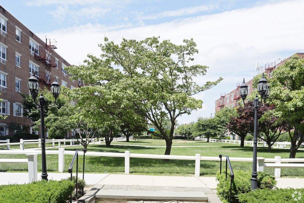 Good Maple Crest Apartments