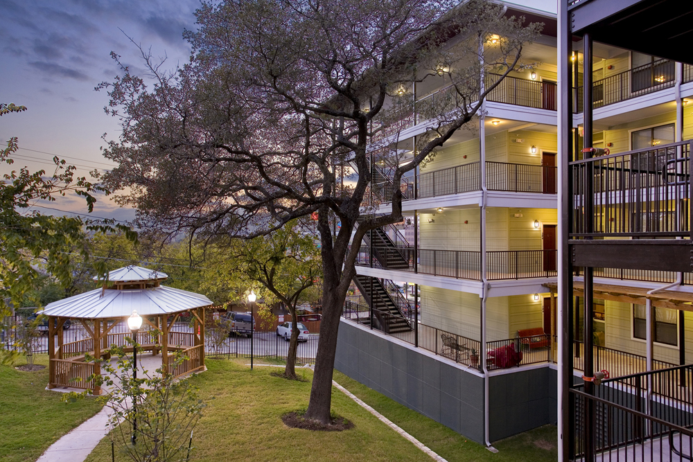 Courtyard view of La Vista de Guadalupe Apartments