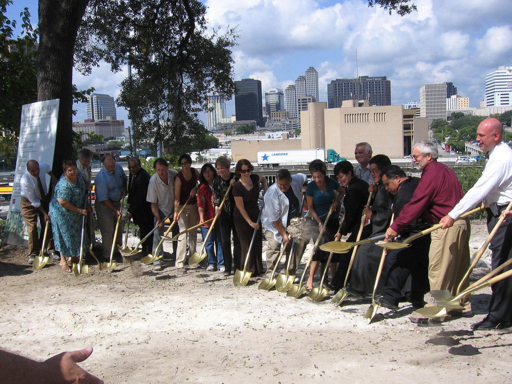 2007 groundbreaking of La Vista de Guadalupe Apartments