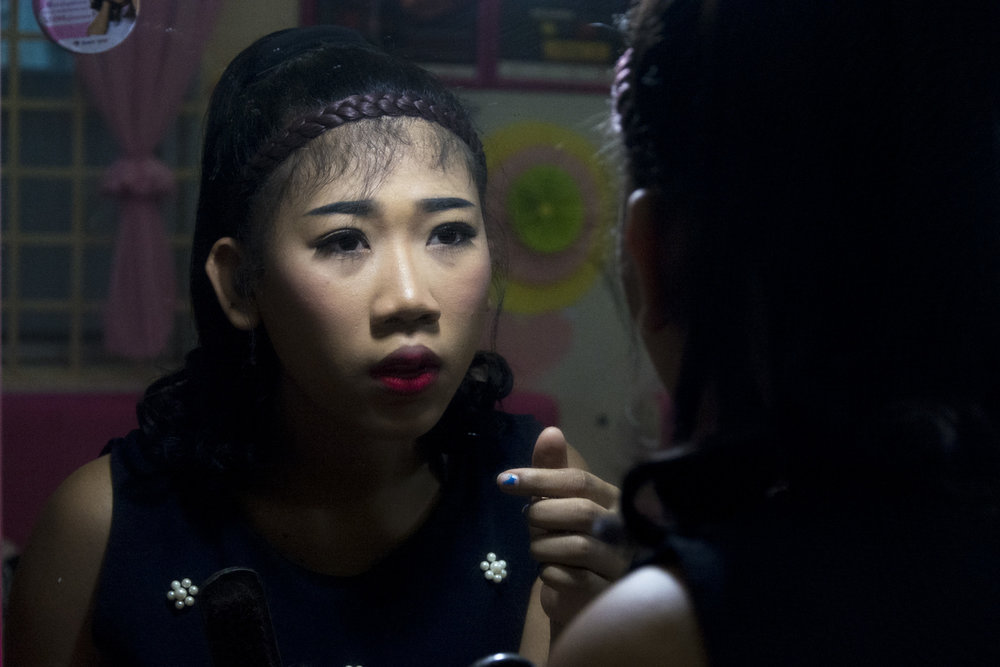 An entertainment worker applies makeup at the SMARTgirl club in Siem Reap on 23/01/18 by Jake Day. SMARTgirl is a non-government organisation in Cambodia that provides support for local Entertainment Workers.