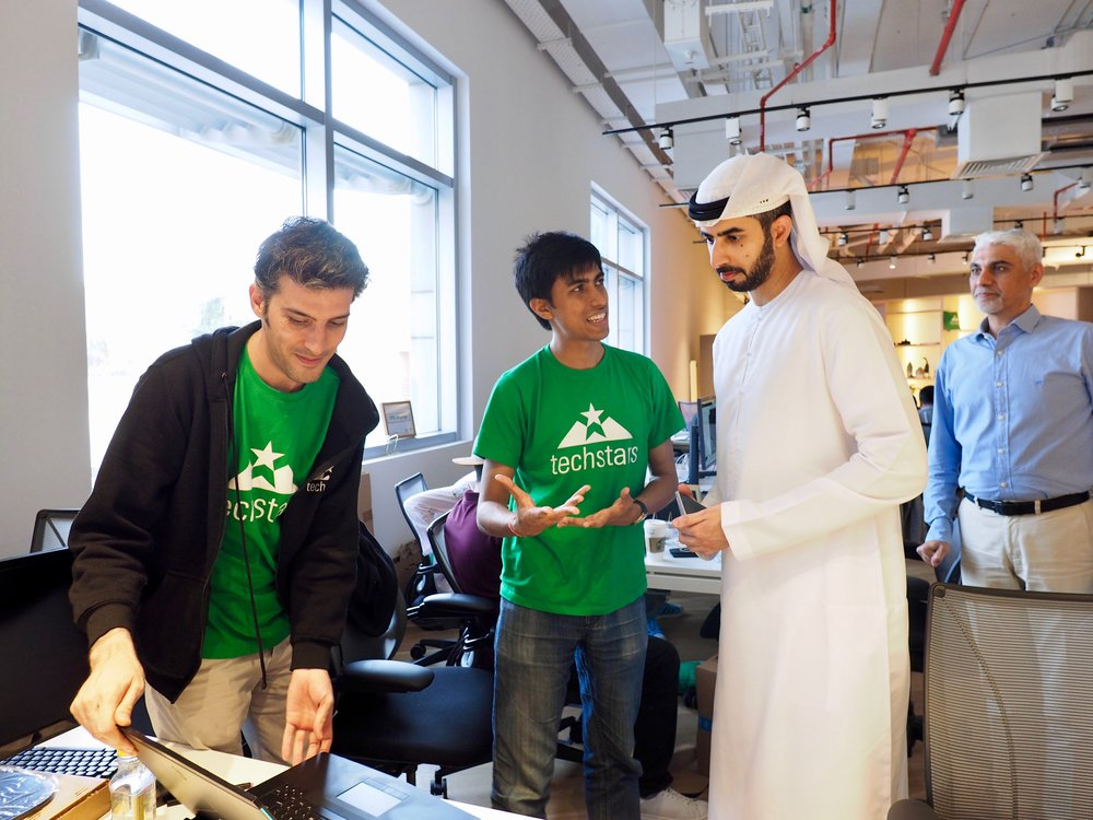 His Excellency Omar Sultan Al Olama, Minister of State for Artificial Intelligence visits the Accelerator to talk about welding with aid from augmented reality with the team behind Nytilus