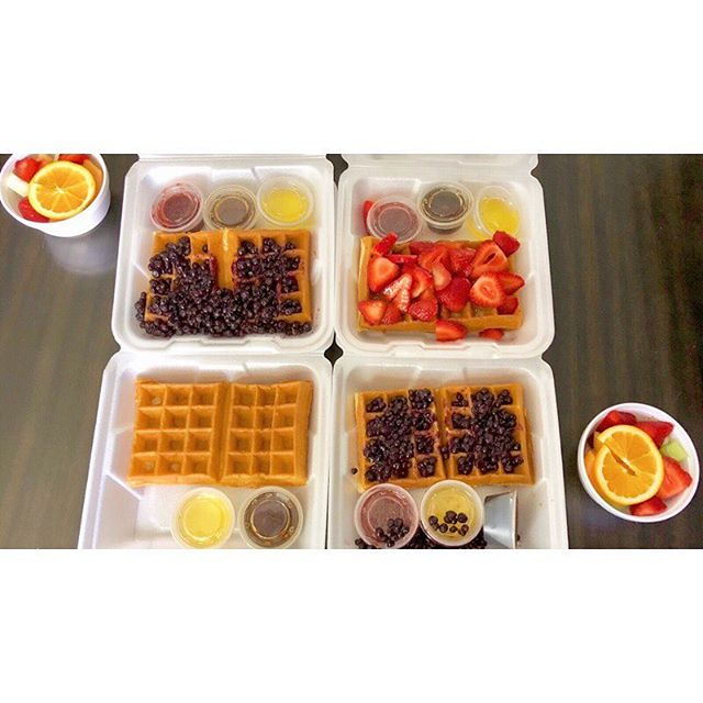 Who else is celebrating #nationalwaffleday today?? Such a great way to kick off this Friday! • • • #waffles #friday #friyay #breakfast #happyday #fridayfeels #yum #food #weekend #xpeditionmedia