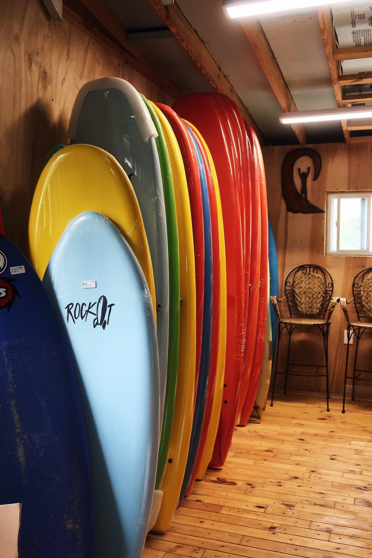 Surf Shop next door | 隔壁的衝浪店
