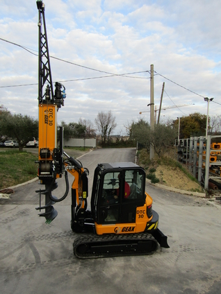 GEAX DTC30      COMPACT PILING RIG