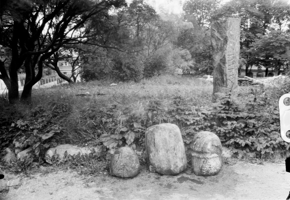 Sacred White stones relaxing in Stavanger, Norway. Photo: Arkeologisk museum i Stavanger / UIS