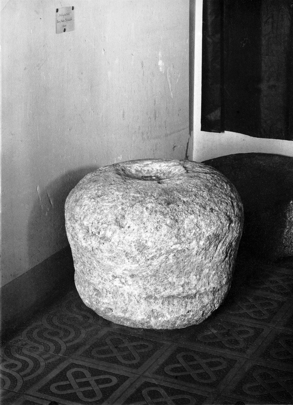 Sacred white stone with cupmark. Stjørdal, Norway. Photo: Vitenskapsmuseet / NTNU