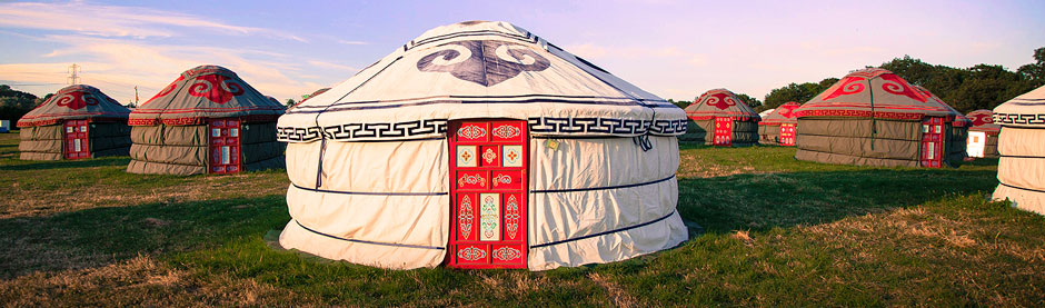 Yurt-group-daytime-nice-light.jpg