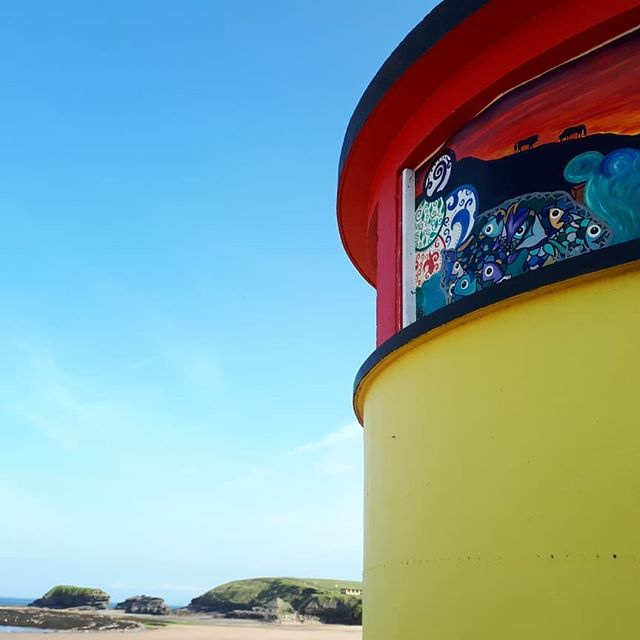 Good morning from Main Beach #bundoran 😃 Who made those beautiful paintings? I love them! * * * #discoverbundoran #donegal #ireland #wildatlanticway #irlanda #irland #ierland #irlande
