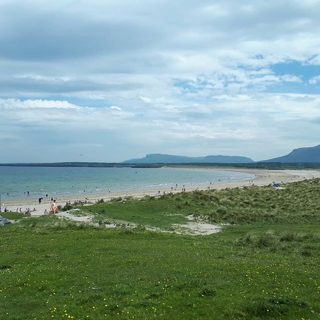 Mullaghmore or Benidorm? ☀️ it might not look it but jaysus it was hot! * * * #ireland #irlanda #irlande #ierland #irland #failteireland #discoversligo #sligowhoknew #mullaghmore #wildatlanticway