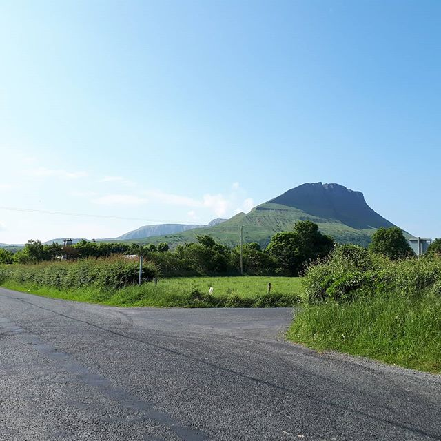 We love our work because it brings us to places like this on a random Friday morning ☀️ #benwiskin mountain is one of the places our students get to visit during their stays 🍀 * * * #ireland #sligo #tefl #tesol #learnenglish #teachenglish #travel #summercamp