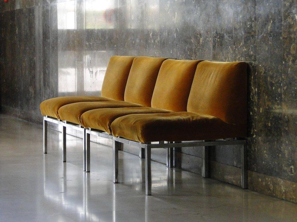 chairs-1032870_1920.jpg
