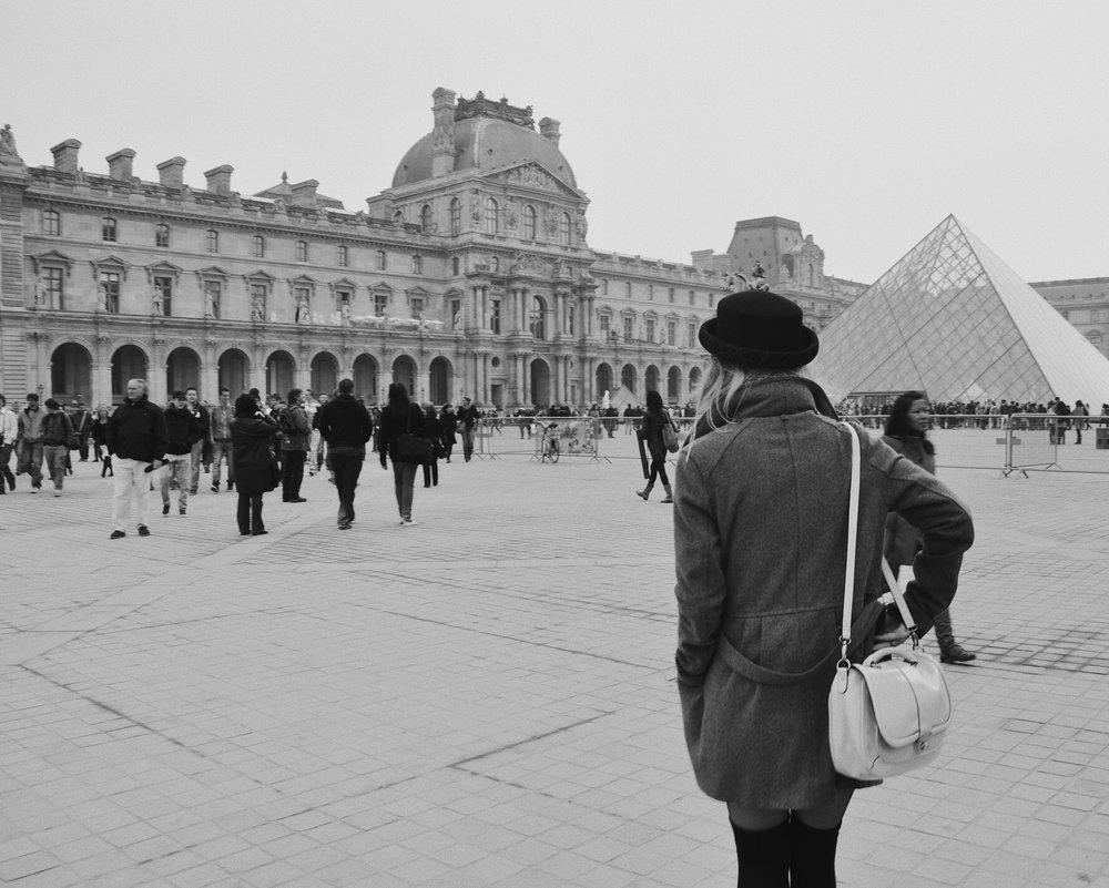 Vicky Louvre.JPG